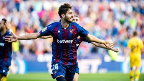 José Campaña celebra un gol frente al Barcelona (@JoseGCampana)