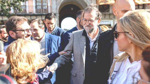 Mariano Rajoy durante su paseo por el casco histórico de Toledo, este domingo (Foto: EFE).