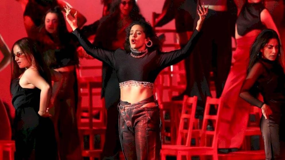 Rosalía en el escenario del MTV EMA 2019