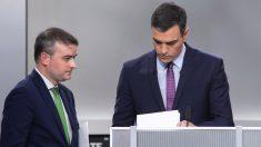 Pedro Sánchez junto a su spin doctor Iván Redondo en el debate de la Academia de la TV. (Foto. PSOE)