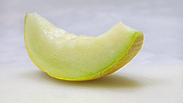 Melon cannelloni with cream