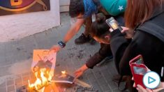 Radicales queman fotos del Rey.