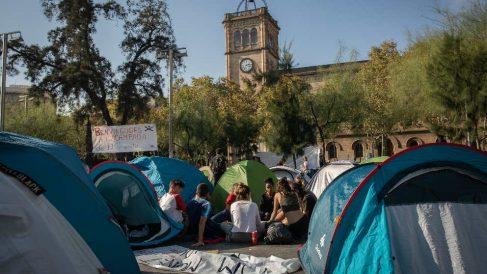 Acampada de estudiantes en la plaza de la Universidad de Barcelona. (Ep)