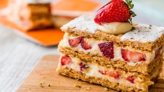 Receta de pastel de hojaldre con nata y fresas