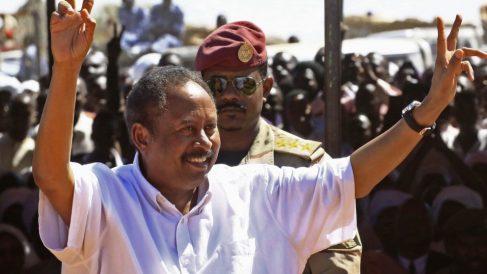 El primer ministro civil Abdalla Hamdok, durante su visita a Darfur. Foto: AFP
