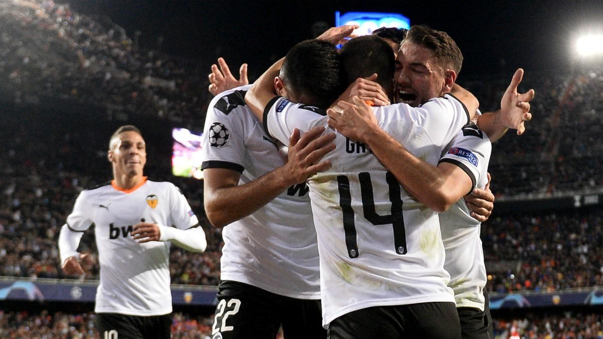 Los jugadores del Valencia celebran un gol ante el Lille (AFP).