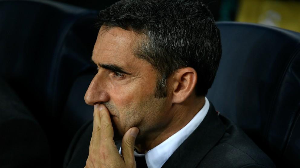 Valverde, en el banquillo. (AFP)