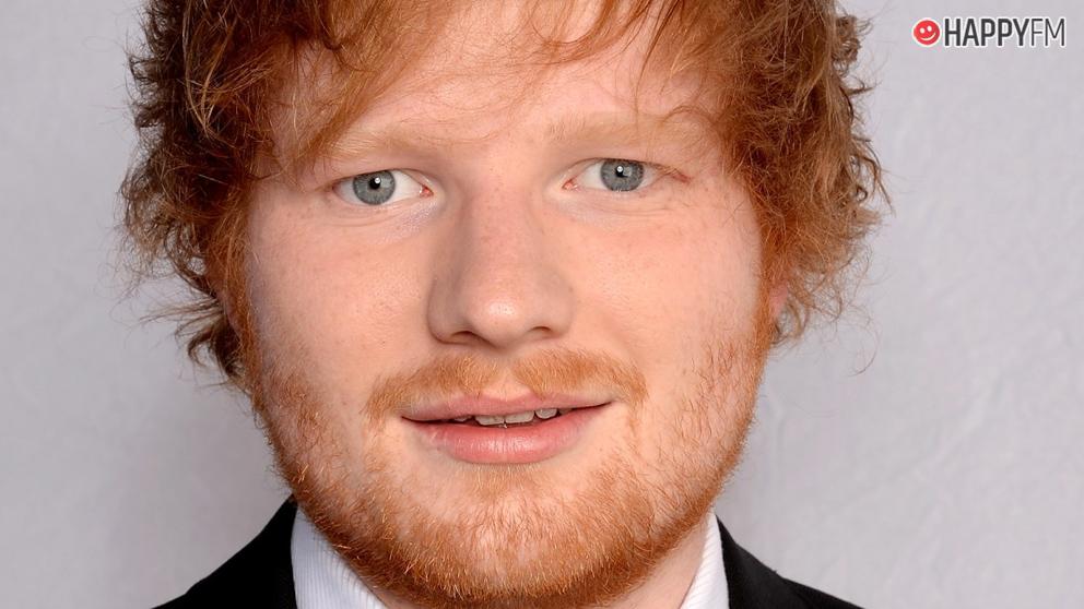 Ed Sheeran aparece en un karaoke