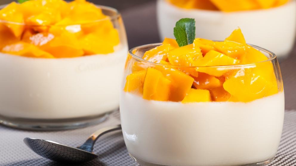 Receta de Crema de yogurt con mango y maracuyá