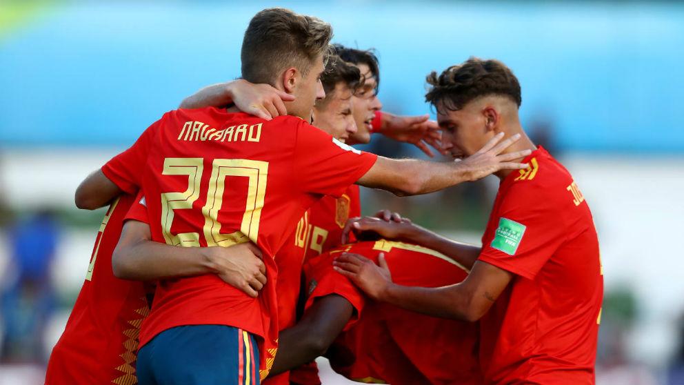 Los jugadores de España celebran un gol ante Senegal en el Mundial sub-17. (FIFA)