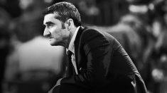 Ernesto Valverde se resigna desde la banda del Camp Nou.