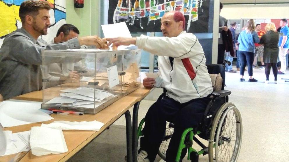 Más de 100.000 personas con discapacidad volverán a votar este domingo tras hacerlo por primera vez en abril. (Foto: Europa Press).