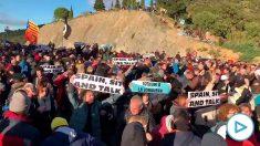 El 'Tsunami' separatista bloquea la frontera con Francia para montar un concierto.