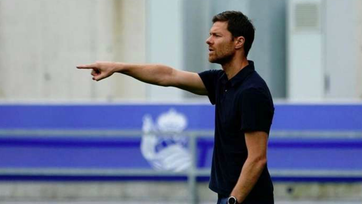 Xabi Alonso, dirigiendo al filial de la Real.