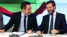 El presidente del Partido Popular, Pablo Casado (derecha), y el secretario general de la formación, Teodoro García Egea (izquierda), durante la reunión de Comité Ejecutivo Nacional del PP. (Foto: Efe)