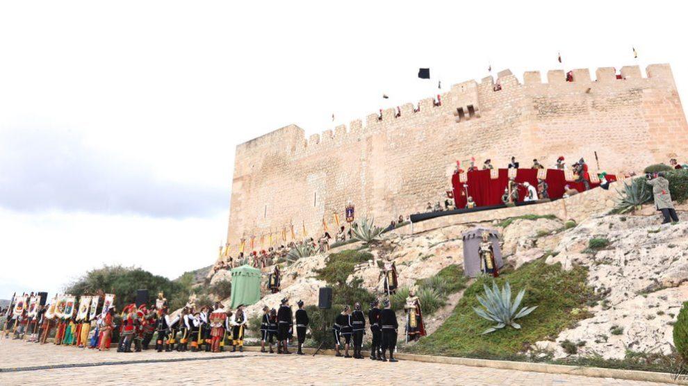 En Petrer realizan una fiesta a modo de homenaje a los Capitanes de las comparsas