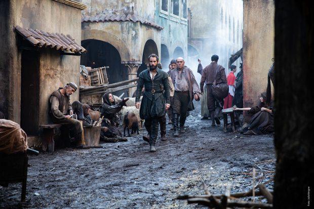 'La Peste' es una ficción original de Movistar+ en colaboración con Atípica Films situada en la fascinante Sevilla del siglo XVI, una ciudad controlada por La Garduña.