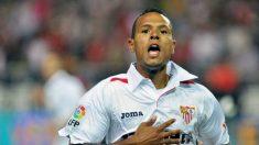 Luis Fabiano celebra un gol con el Sevilla (AFP)