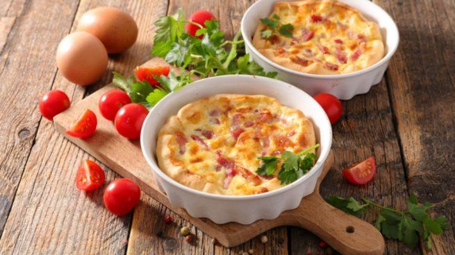 Receta de pastel de croissants de jamón y queso