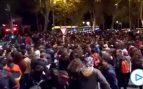 Un grupo de personas corta el Paseo del Prado por el desalojo de los 'okupas' de La Ingobernable