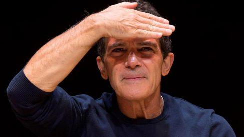 El actor Antonio Banderas se dirige a los medios de comunicación tras el pase para la prensa del musical «A Chorus Line», que codirige y protagoniza el propio actor y que levantará el telón este viernes, 15 de noviembre, en lo que supondrá la inauguración de este teatro, el espacio escénico que ha creado Banderas en Málaga. Foto: EFE