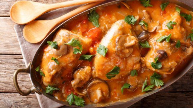 Receta de pollo con salsa de escalivada y champiñones