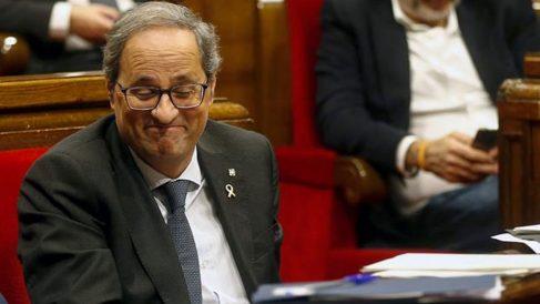 El presidente de la Generalitat, Quim Torra,en el pleno del Parlament, donde se somete a la primera sesión de control después de las elecciones generales y del preacuerdo entre PSOE y Unidas Podemos para formar un Gobierno progresista. Foto: EFE