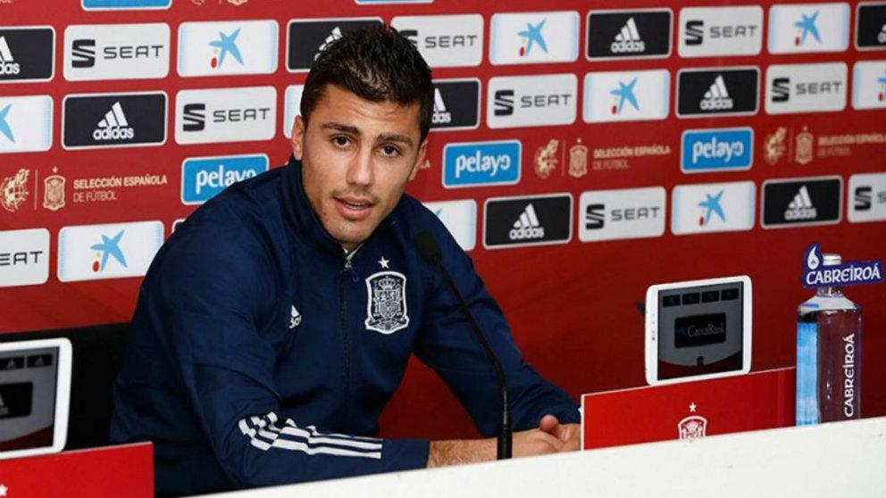 Rodri Hernández en rueda de prensa (SeFútbol)