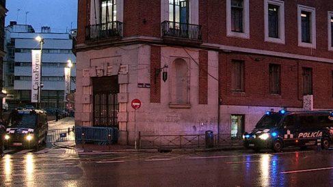 Vista a primera hora de este miércoles del edificio de «La Ingobernable». (Foto. EFE)