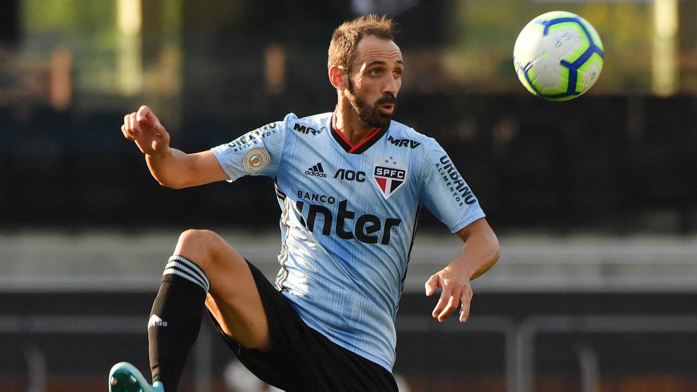 Juanfran Torres con el Sao Paulo (AFP)