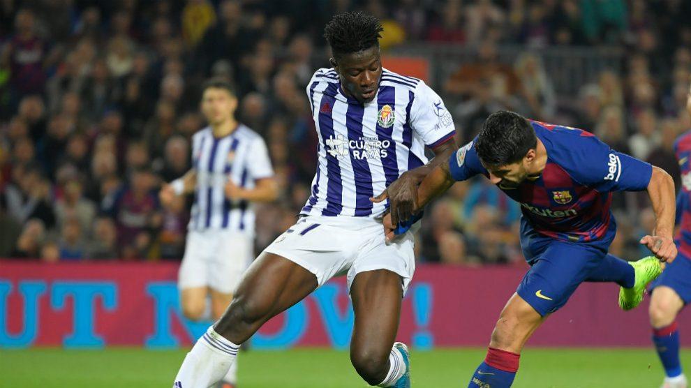 Mohammed Salisu con el Real Valladolid en un partido frente al Barcelona (AFP)