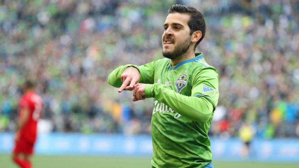 Víctor Rodríguez celebra un gol con Seattle (AFP)