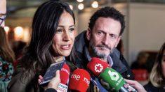 La vicealcaldesa de Madrid, Begoña Villacís, atiende a los medios en la inauguración del Rastrillo Nuevo Futuro junto a Edmundo Bal, este sábado en Madrid. (Foto. EP)