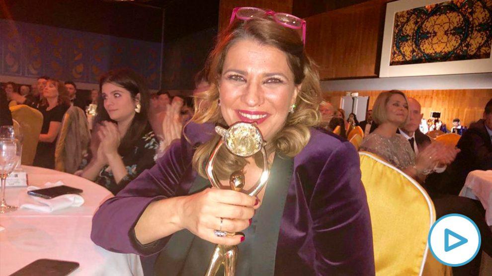 La periodista María Claver recoge la Antena de Oro de prensa digital por su labor en OKDIARIO.