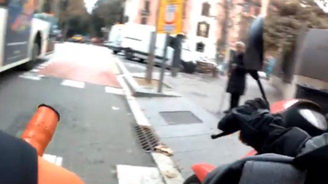 Facebook: Un ciclista es atacado por unos motoristas en el carril bici