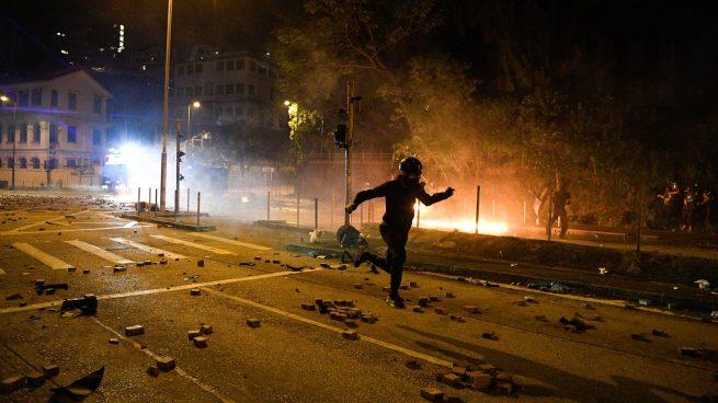 La Policía de Hong Kong desaloja con gran violencia a los estudiantes atrincherados en una Universidad