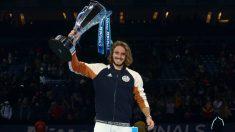 Tsitsipas, con el trofeo de campeón. (Getty)
