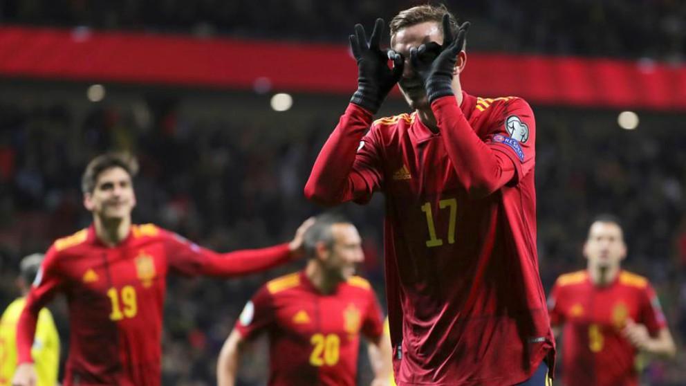Fabián celebra su gol a Rumanía. (EFE)
