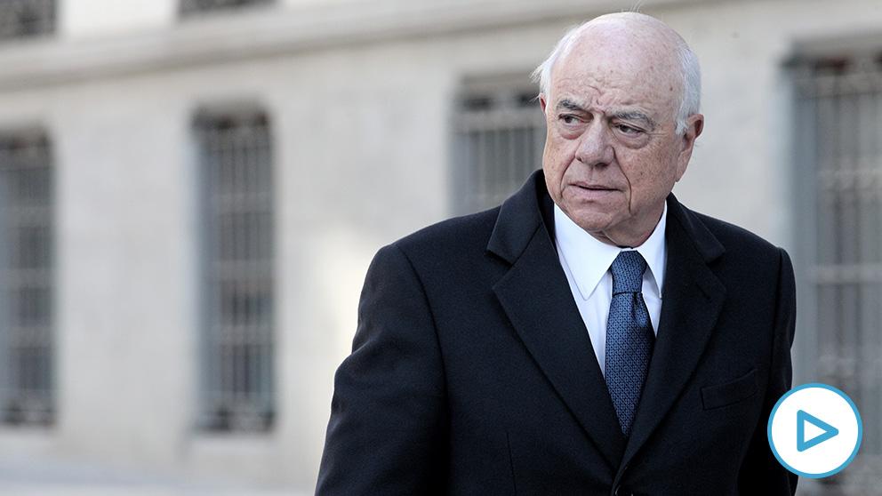 El ex presidente del BBVA, Francisco González a su llegada a la Audiencia Nacional en Madrid este lunes donde se enfrenta a delitos de cohecho y de descubrimiento y revelación de secretos. (Foto: Efe)