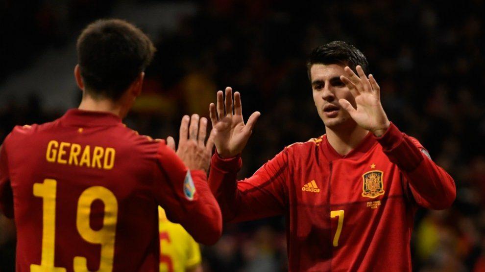 Morata y Gerard Moreno celebran un gol. (AFP)