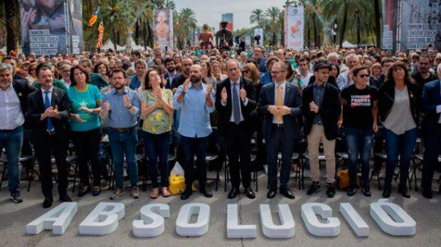 Podemos da el primer paso hacia el indulto a los golpistas: pide librar a Torra del juicio por los lazos
