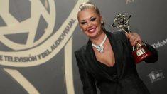 Belçen esteban recogió el premio para 'Sálvame'
