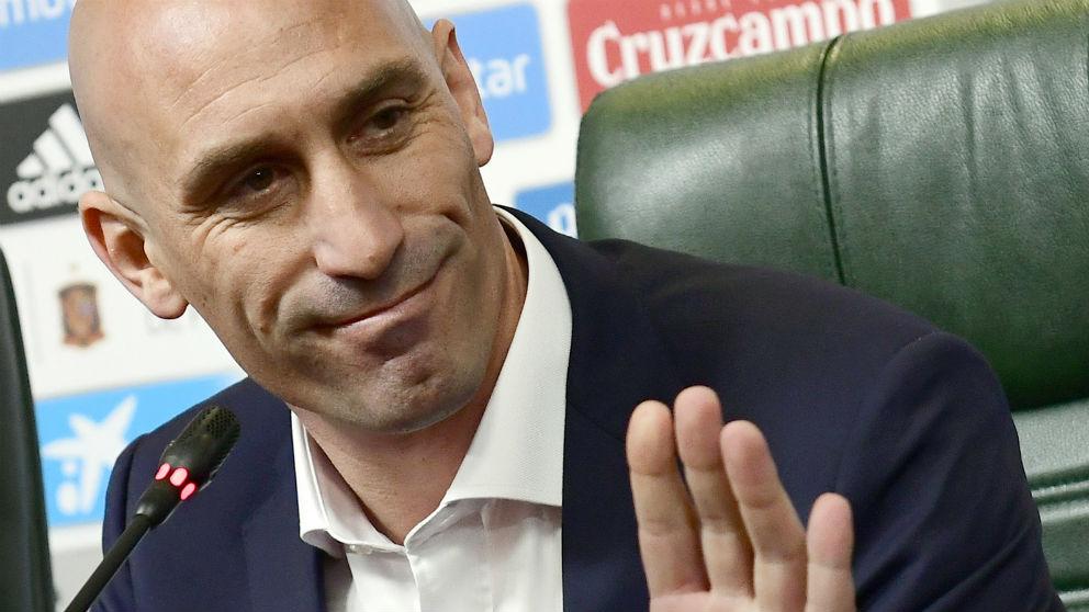 Luis Rubiales, en rueda de prensa. (AFP)
