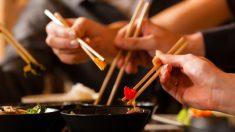 ¿Por qué en China se come con palillos?