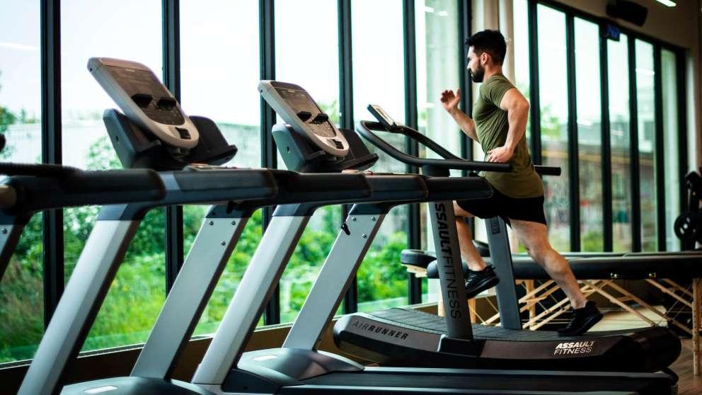 La cinta de correr es una de las máquinas de cardio más eficaces