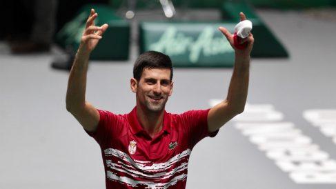 Novak Djokovic celebra su victoria ante Nishioka. (Alberto Simón)