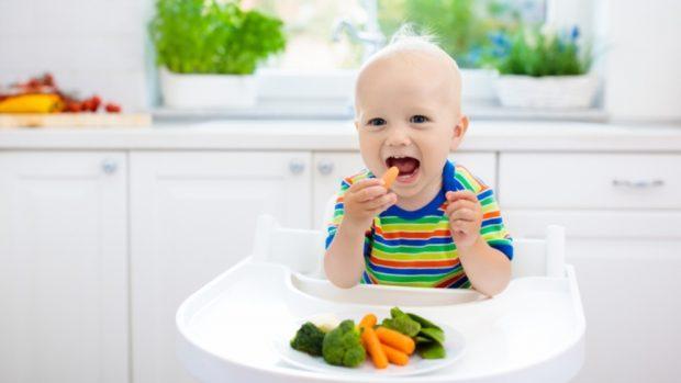 Los mejores trucos para pasar de papillas a alimentos sólidos