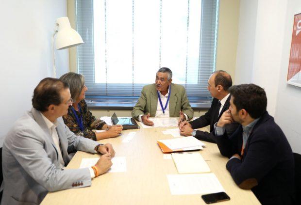 Representantes de ANDAS reunidos en el Congreso de los Diputados.