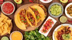 Diferentes salsas para nachos mexicanos