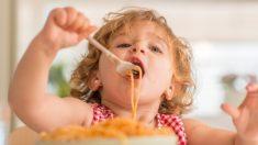 Trucos para pasar de papillas a alimentos sólidos